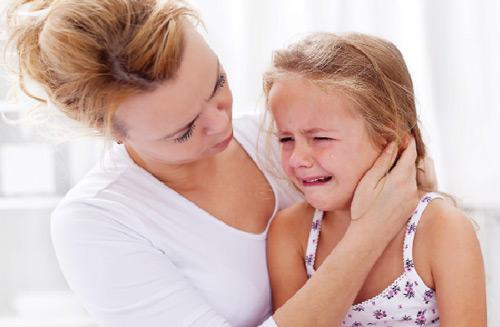 Cha mẹ nóng nảy sẽ khiến con cái hay bị cáu giận