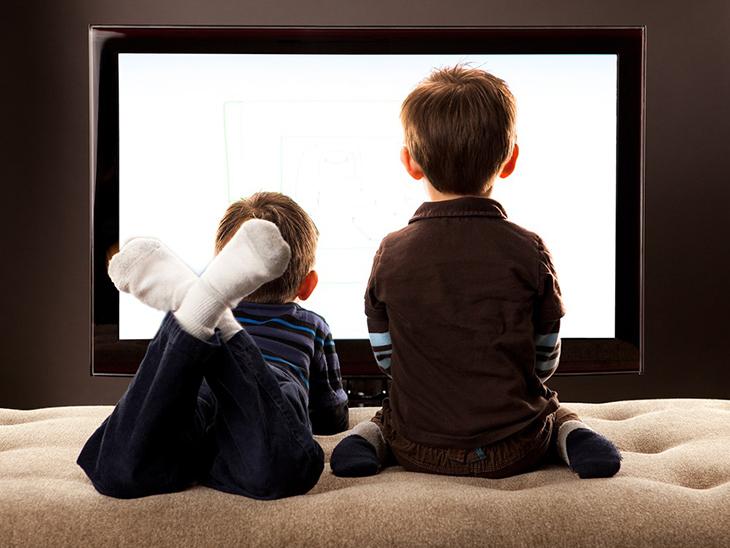 Trẻ em xem tivi quá nhiều sẽ bị rối loạn giấc ngủ
