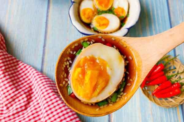 """Học sao Việt làm món trứng lòng đào ngâm tương đang """"gây sốt"""""""