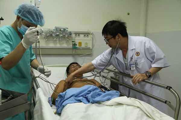 Bệnh nhân nhồi máu cơ tim ở Trường Sa được trực thăng bay đêm đến cứu