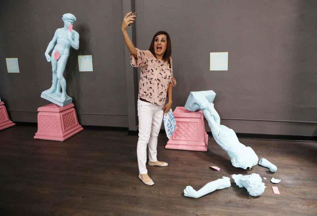 Tha hồ selfie tại bảo tàng California