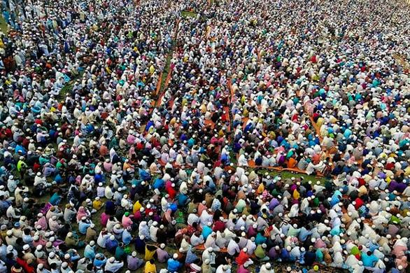 Giữa mùa dịch Covid-19: Hàng chục ngàn tín đồ Hồi giáo Bangladesh tụ tập cầu... qua kiếp nạn
