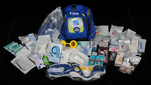 Túi đồ cấp cứu của bác sĩ tại World Cup có gì?