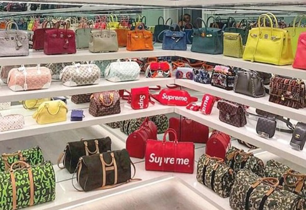 Choáng ngợp trước bộ sưu tập túi xách triệu đô của Kylie Jenner