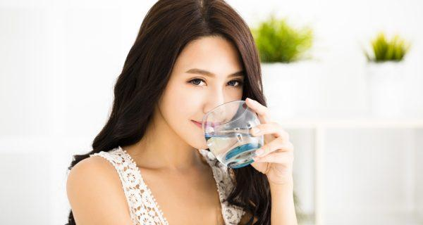 Vì sao rất cần uống nước ngay sau khi thức dậy?