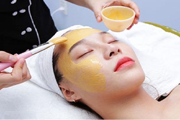 Dùng vàng 24k trong chăm sóc sắc đẹp, lợi hay hại?