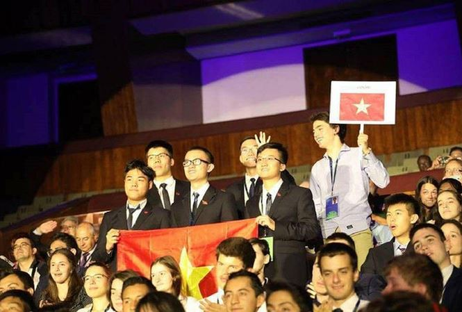 Việt Nam đoạt 2 huy chương vàng Olympic Vật lí quốc tế 2018