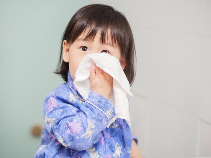 Trẻ bị viêm hô hấp: Không lạm dụng kháng sinh