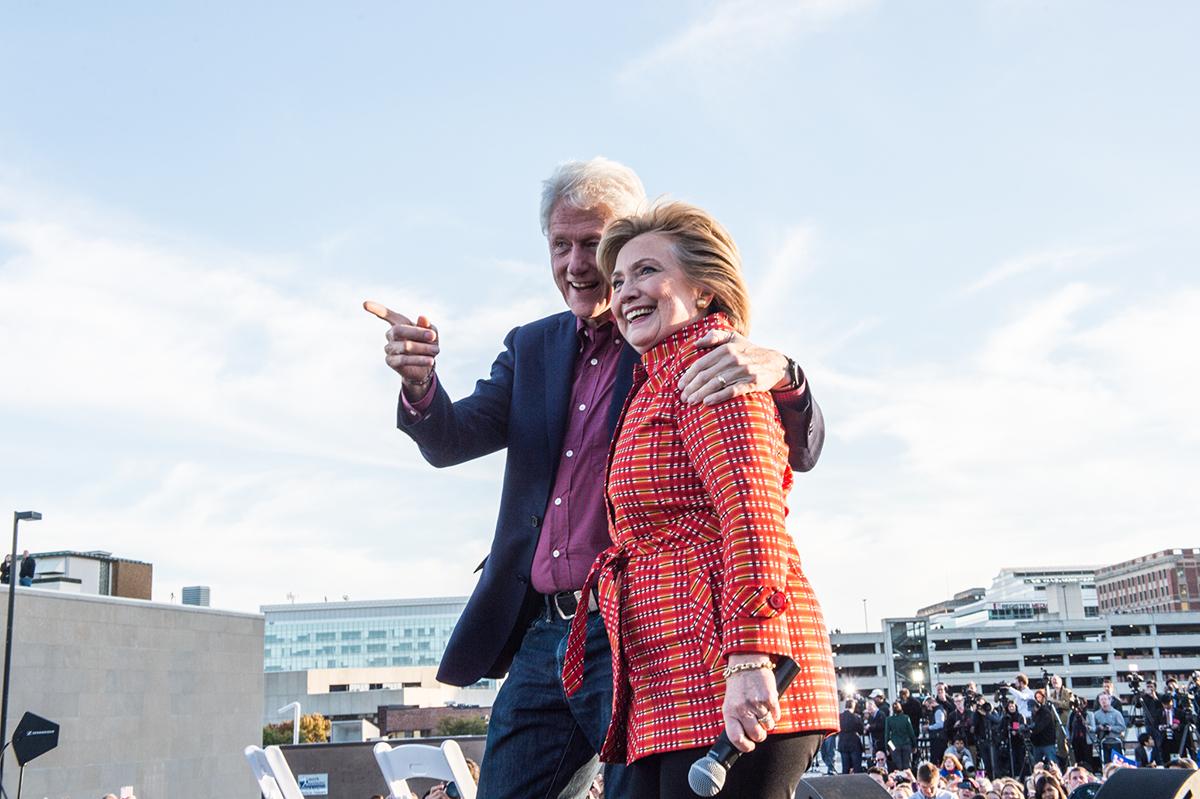 """Vợ chồng cựu Tổng thống Bill Clinton sắp có chuyến """"lưu diễn"""""""