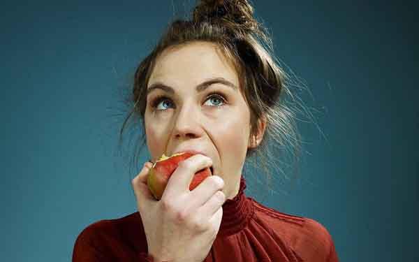 Bạn nên gọt hay không nên gọt vỏ khi ăn táo?