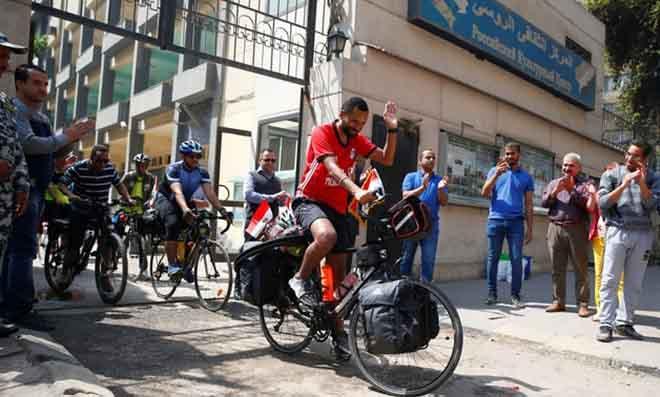 Chàng trai trẻ đạp xe 5000km đến Nga xem World Cup