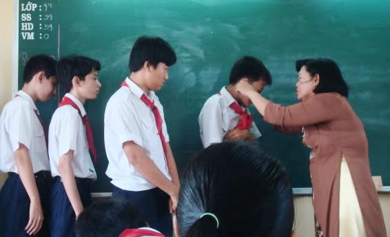 """Phạt 10 - 30 triệu đồng nếu xúc phạm học sinh: Liệu giáo viên có """"mặc kệ"""" trò hư?"""