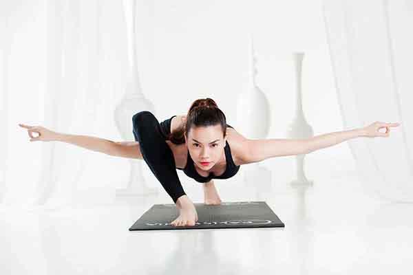 Cùng Hồ Ngọc Hà chia sẻ đam mê luyện tập Yoga