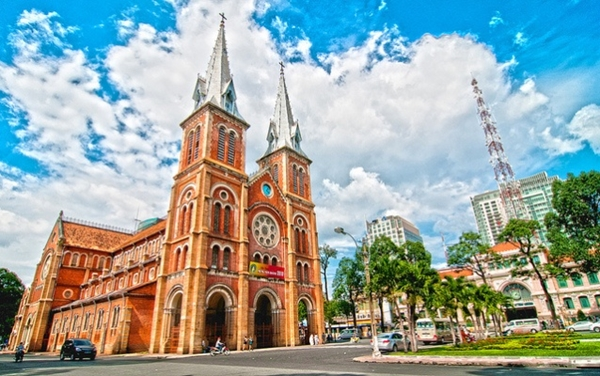 Nhà thờ Đức Bà - công trình kiến trúc tôn giáo 140 năm tuổi