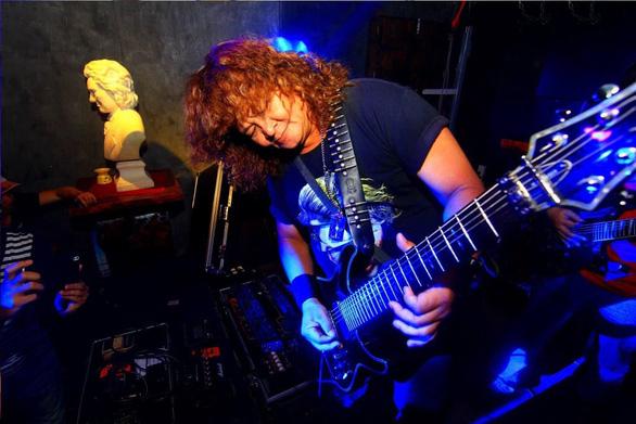 Danh thủ Guitar, Rocker Thành Sago đột ngột qua đời vì Covid - 19