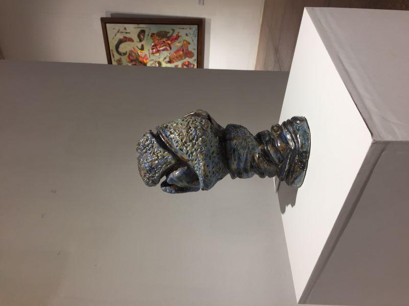 Một tác phẩm điêu khắc của họa sĩ Đinh Phong triển lãm tại Hà Nội.