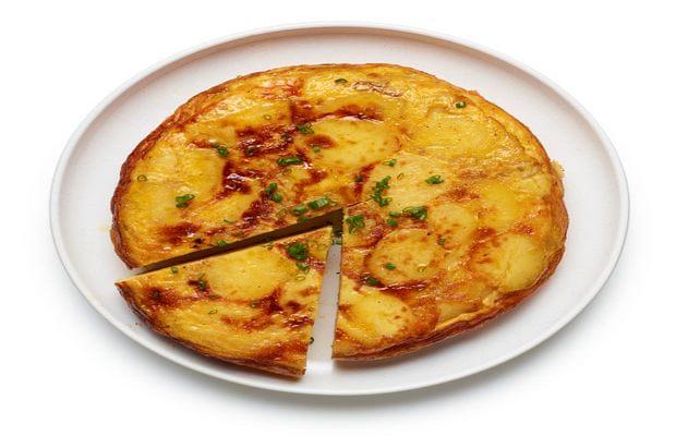 Thử trổ tài nấu trứng omelette trứ danh kiểu Tây Ban Nha