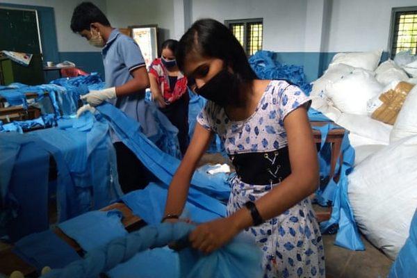 Dự án biến vải vụn thành nệm cho bệnh nhân Covid-19