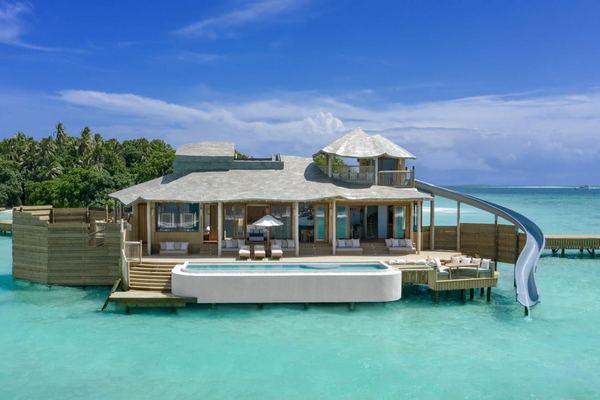 """Biệt thự """"nổi"""" trên mặt nước lớn nhất thế giới ở Maldives chính thức mở cửa"""