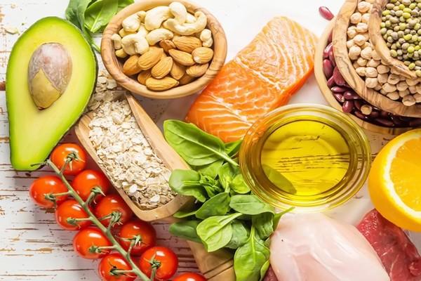 """6 loại thực phẩm giúp bạn """"đánh bay"""" nỗi lo cận thị"""