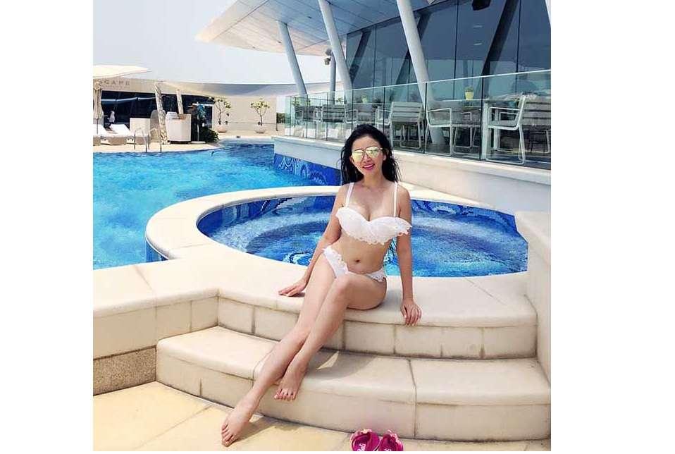 """Hoa Hậu Janny Thủy Trần khiến giới mày râu """"bỏng mắt"""" tại Dubai"""