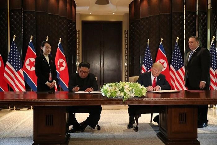 Vì sao ông Kim Jong Un không dùng bút do Mỹ chuẩn bị để ký thỏa thuận?