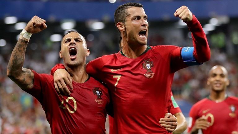 Ronaldo sút hỏng penalty khiến Bồ Đào Nha suýt nữa phải dừng bước