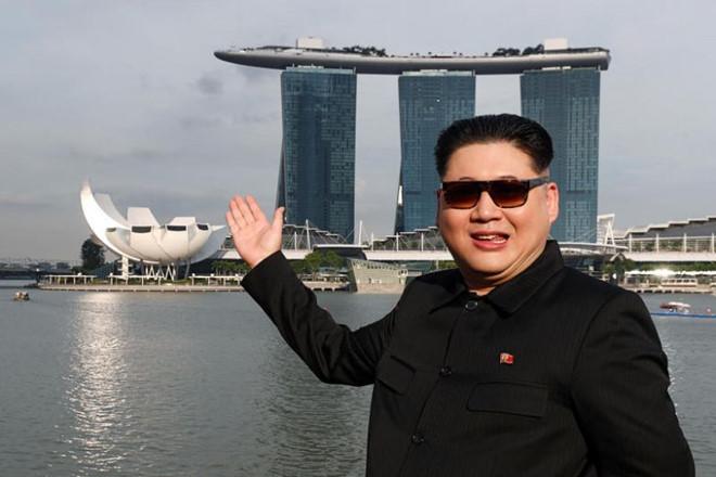 Kim Jong Un giả tươi cười, tản bộ tại Singapore