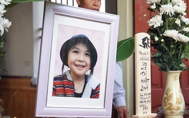 """Mẹ bé Nhật Linh: """"Gia đình sẽ theo vụ kiện đến cùng"""""""
