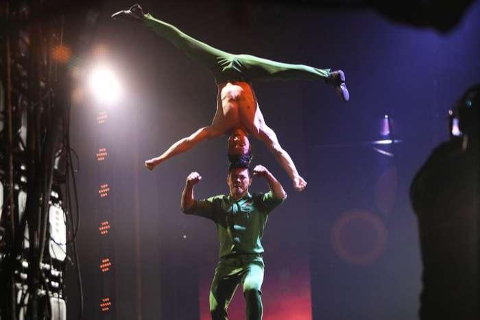 Khán giả Việt tự hào với màn biểu diễn của Quốc Cơ - Quốc Nghiệp