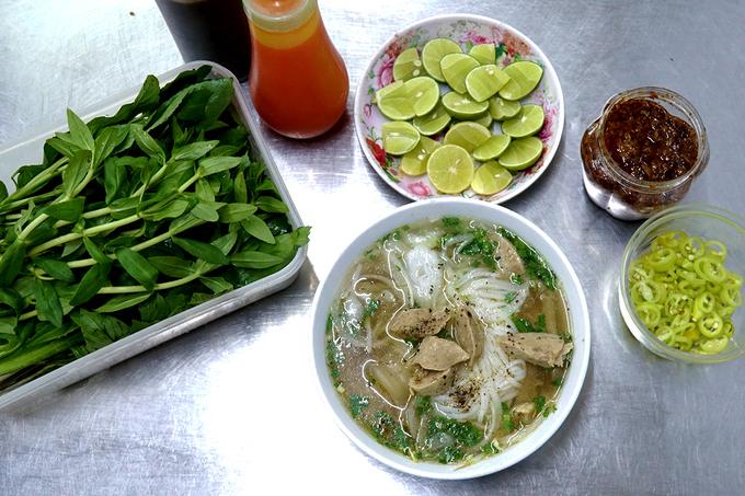 """Một quán phở nổi tiếng ngon ở Sài Gòn với lượng bán """"khủng"""" mỗi ngày"""