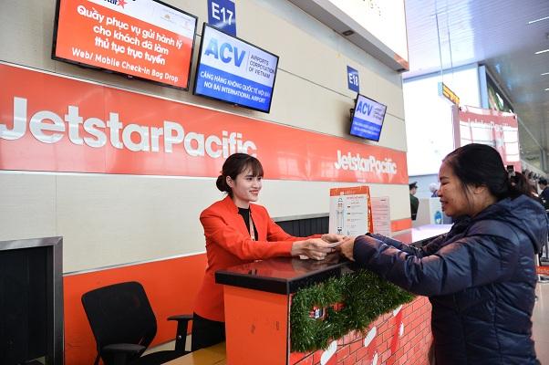 Jetstar Pacific trao trả trên 200 triệu kèm tài sản giá trị khách quên trên máy bay