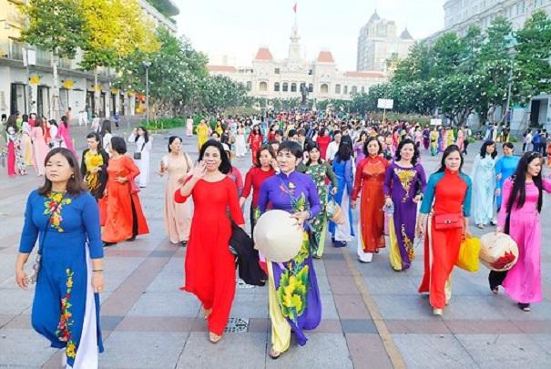 Lễ hội Áo dài TP.HCM 2019 với thông điệp 'Tôi yêu áo dài Việt Nam'.