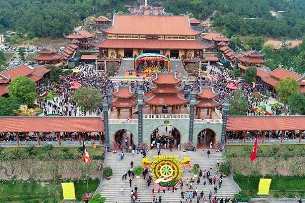 Câu chuyện tại chùa Ba Vàng: Đi ngược triết lý Phật giáo, đạo đức xã hội