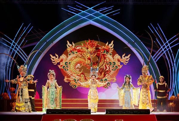 Khai diễn đêm tôn vinh 100 năm cải lương trên phố đi bộ Nguyễn Huệ