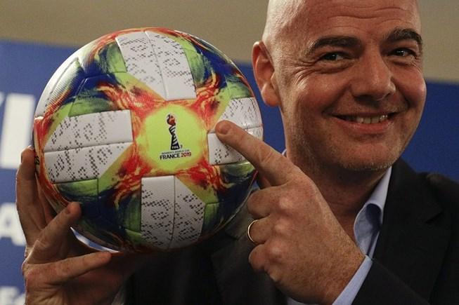Chủ tịch FIFA bắt đầu nỗ lực giúp hai miền Triều Tiên thông qua bóng đá