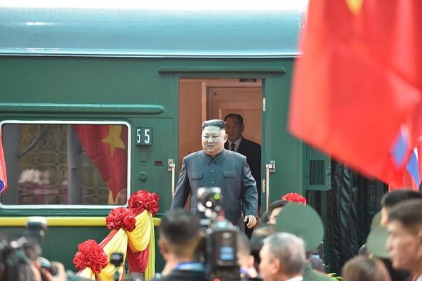 Video Chủ tịch Triều Tiên Kim Jong-un đến ga Đồng Đăng, bắt đầu chuyến công du Việt Nam