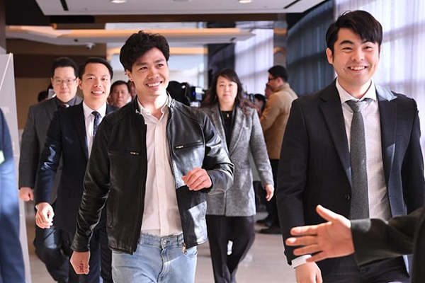 Công Phượng ra mắt cổ động viên CLB Incheon United