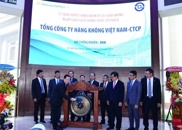 Chính thức khai trương phiên giao dịch đầu tiên cổ phiếu HVN của Vietnam Airlines.