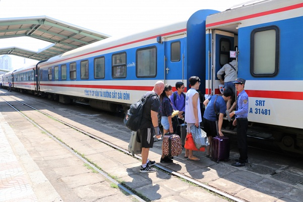 Đường sắt Sài Gòn giảm 10% giá vé với học sinh