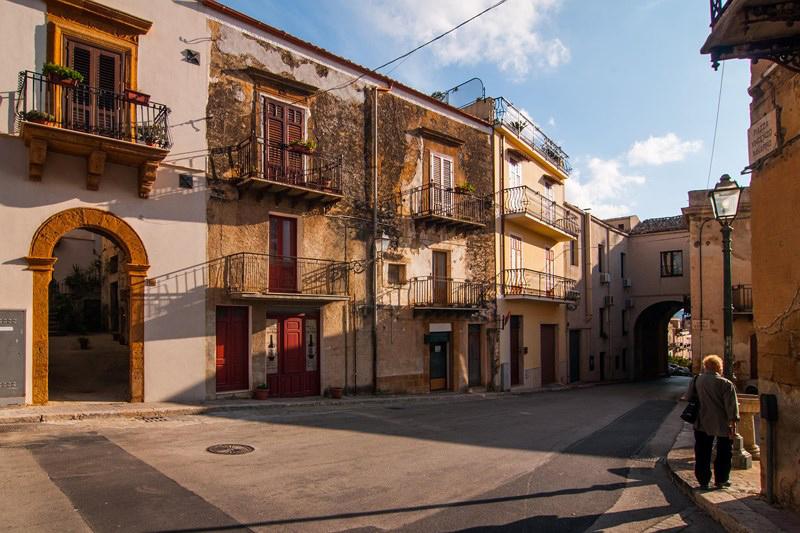 Đảo Sicily (Ý): Mua nhà với giá chưa tới một ly cà phê