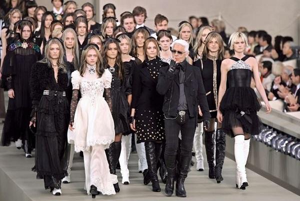 Sự nghiệp lừng lẫy của 'ông vua Chanel' Karl Lagerfeld