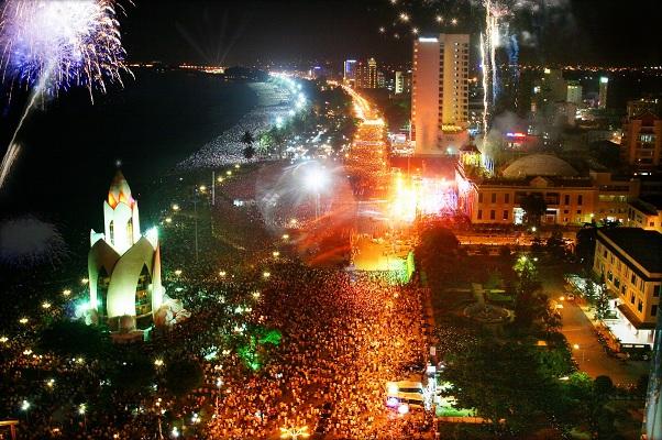 Nha Trang bắn pháo hoa trên biển đêm khai mạc Festival biển