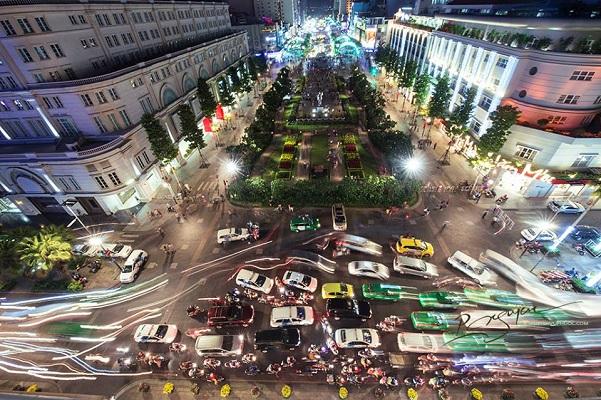 Phố đi bộ Nguyễn Huệ cấm xe vào các buổi tối cuối tuần