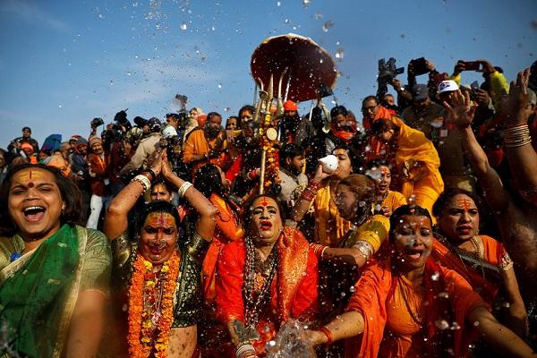 Gần 20 triệu người Ấn Độ tắm sông thiêng trong ngày đầu lễ hội Kumbh Mela