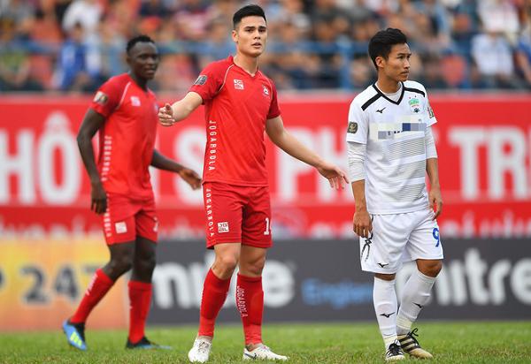 Trung vệ điển trai Adriano Schmidt sẽ chơi cho đội tuyển Việt Nam