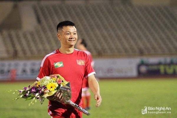 'Cậu bé vàng' Văn Quyến tham gia huấn luyện U15 SLNA
