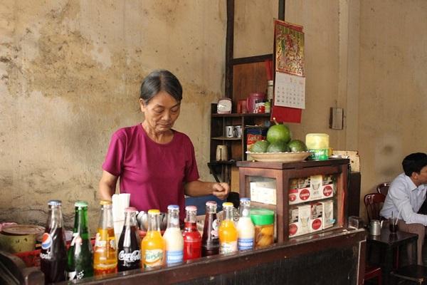 Quán cà phê cổ bán theo giờ 'hành chính' không wifi, người người siêng trò chuyện hơn
