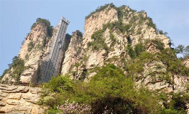 Lên đỉnh núi trong vòng 1 phút bằng thang máy có tốc độ nhanh nhất thế giới