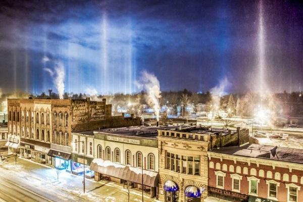 Những cột ánh sáng trên bầu trời ở Mỹ gây kinh ngạc